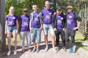 Ellen Johansson, Fnan Yemane, Eddie Olsson, Nils Pettersson, Mehdi Rezai och Abdolah Rahimi besökte norra lekparken under Trevliga torsdagen i Älvdalen. Saknas på bild gör Aman och Samir.
