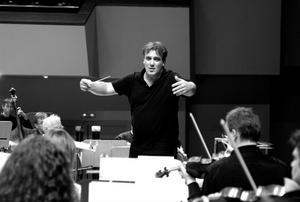 Jaime Martin efterträder Robin Ticciati, som slutade 2007. Sedan dess har symfoniorkestern haft gästdirigenter och Beryl Lunder har varit konstnärlig ledare.