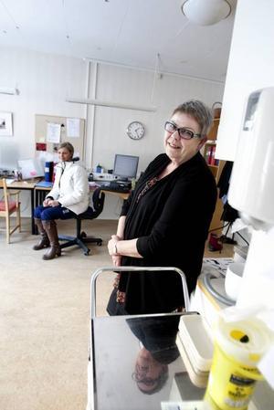 Ingen idé. Sjuksköterskan Veronika Schenkel och verksamhetschefen Annelie Wanke Larsson kan inte tänka sig att färre gamla kommer att behöva korttidsboende framöver. Om det skulle gå att stänga Bomhusgårdens korttidsplatser är risken stor att de snart behöver öppnas igen, menar de.