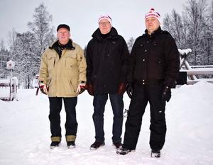 Mycket att göra. För Hällefors Skidklubb och dess medlemmar blir det en hel del att ordna med inför vinterns tävlingar. Här Ingemar Karlsson, Rolf Berglöf och Christer Carlsson.