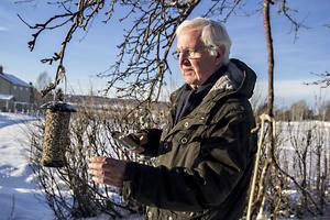 Åke Kvick hjälper till att hålla koll på Sveriges fågelarter.