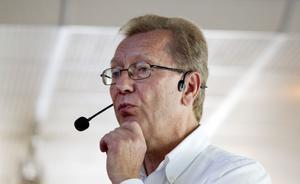 – Det är klart en fara och kanske en konsekvens av att politiken professionaliserats, sa Lars Svedberg om det minskande politiska engagemanget.