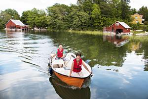 Det är först sista året som Johan och Anna-Karin har hunnit skaffa sig båt – de första fyra hade de fullt upp med att renovera.