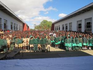 Under många år har Operation Syskonskola bidragit till förbättringar i Zimbabwe.