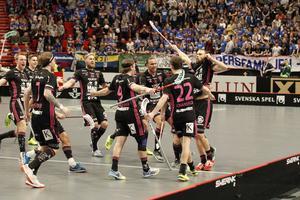 IBF Falun firar Jonas Adrianssons mål i Globen.