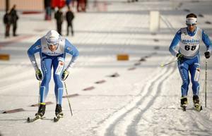 Daniel Richardsson stakar ifrån klubbkompisen Anders Södergren under femmilen där duon blev tvåa respektive sjua, dock utan optimala skidor i utförskörningarna där Richardsson tappade tid.