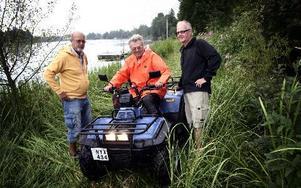 Yngve Sundberg, Bengt-Olov Eriksson och Leif Folkesson arbetar med förberedelserna inför Krylbo Lions stora satsning Drakbåtsracet.FOTO: MIKAEL ERIKSSON