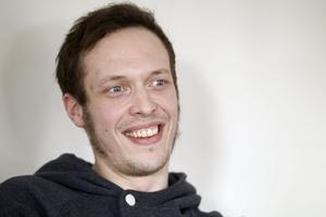 Tomas Nygren ser inga problem med att vara Facebook-vän med elever.