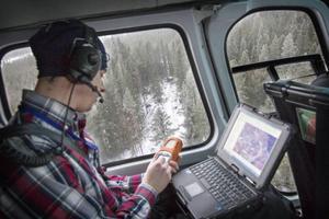 – Den skapade lite jobb, den där Ivar, på några timmars blåsande, säger traktplaneraren Dan Eriksson på företaget Orangutang när han markerar in ett område med stormfälld skog utanför Berge i sin GPS.