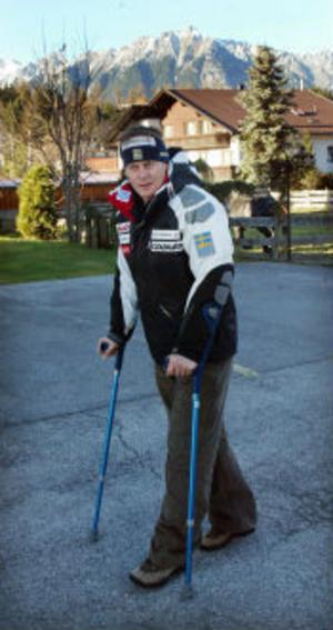 Fredrik Nyberg kan gå igen. Om än med kryckor.