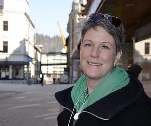Lotta Magnusson, Matfors har gjort en hyposensbehandling, tagit sprutor mot gräs- och björkpollen, som gör att kroppen bygger upp ett immunförsvar, berättar hon.