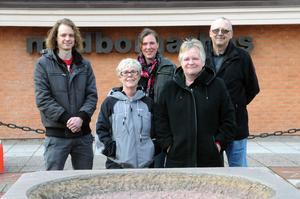 Fem helt vanliga medborgare i Vansbro kommun, det som skiljer dem från andra är att de är politiker, André Ihlar, (KD), Annika Nordin, (KP), Stina Munters, (C), Gunnel Gustafsson, (V), och Nils-Erik Edlund, (S).