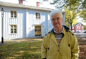 Tillbaka. Elisabeth Strand Gustafsson gläds åt att biblioteket i Grythyttan flyttar tillbaka till torget. Huset som i framtiden ska heta Tingshuset för att ge möjligheter till en bredare verksamhet. Invigning kommer att ske i samband med Grythyttans julmarknad.