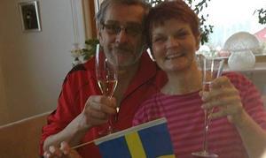Ingemar och Ewa Mäkitalo skålade i champagne efter guldet!