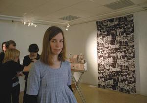 BILDCOLLAGE. Studenten Elin Karlsson fotograferade av en mängd hus i Tierp. Fotografier som sedan kan pryda ett draperi, en vägg eller kuddar.