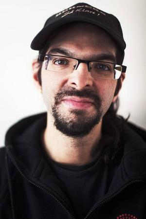 Camilio Pizarro, började på Barda 2009.Det jag tycker är svårt är att få till karaktären. Den jag spelar nu är rolig och lite överdriven.