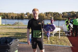 Johan Nilsson från Edsbyn tog hem segern i herrklassen, trots att han så sent som dagen före sprungit ett 5000-meterslopp.   – Jag hade bra lätta ben i dag.
