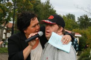 Jarmo Kaan sjöng allsång tillsammans med Helena Salo.