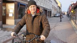 Håkan Friberg får fortsatt lön en tid efter en förlikning.