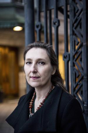 Marie Darrieussecq har fått nog av att fransmännen tar på sig skulden för terrorattentaten.
