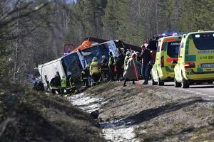 I våras inträffade en olycka i Härjedalen, med tre dödsoffer. Nu är samma bussbolag inblandad i en ny utredning, efter en vansinnesbussfärd i Norge.