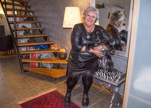 Marie Garpenklev håller undan prylarna så att hemmet kan kännas luftigt. I många år sparade hon på en massa saker, men sedan började hon fråga sig