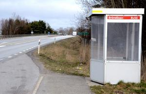 Vibybon Jörgen Andersson föreslår att man anlägger en pendlarparkering intill macken i Brändåsen för att underlätta busspendling till Örebro.Foto: Samuel Borg