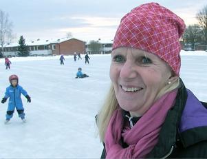 – Åhh var härligt. Nu har vi is på grusplanen igen, säger Ann-Christin Svedjestedt, pedagog på Videgårdens förskola på Frösön.