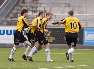 Måljubel. Gulsvart klarade enkelt av IFK Sundsvall - VIK var klasser bättre.