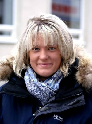 Lisa Mineur, 19 år, servitris, Gävle– Jag litar på att politikerna gör sitt bästa för att få pengarna att räcka, men jag litar inte på att de alltid ser till barnens bästa.