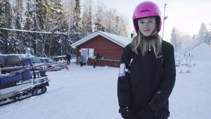 """Vapenvila var tredje månad följt av fredsdiskussioner skulle kunna få slut på krigen i världen. Det hoppas elvaåriga Elsa Eriksson från Norberg. """"Sen vet jag inte om idén kommer funka. Men det är en idé i alla fall"""", säger hon."""