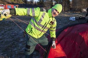 Kjelle Bergstrand är helikoptertekniker och crewmember på ambulanshelikoptern.
