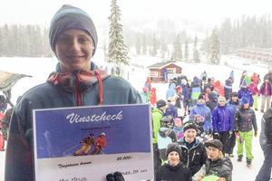 Max Molin från Vemdalen tog hem pengavinsten på 20000 kronor som lottades ut bland deltagarna i Vemdalsstörten.