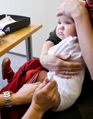 Mässling och röda hund har i princip varit utrotade i Sverige tack vare vaccinering. Men nu återkommer de, i trakter där antroposofer bor, vilka av ideologiska skäl inte vaccinerar barn.