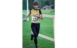 NYTT GULD. Emma Claesson sprang med sitt tolfte SM-guld när långdistans-SM avgjordes i Molkom.FOTO: STORA TUNA OK