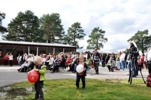 Socialdemokraternas familjedag drog mycket folk till Storön i Sveg.