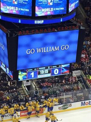 William Nylander hyllas på jumbotronen i Air Canada Center i Toronto när Sverige besegrade Ryssland.