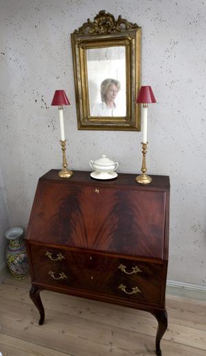 Denna sekretär köpte Kerstin Karlsten-Roth på Rosanders antik för födelsedagspengar hon fick då hon fyllde 25 år.