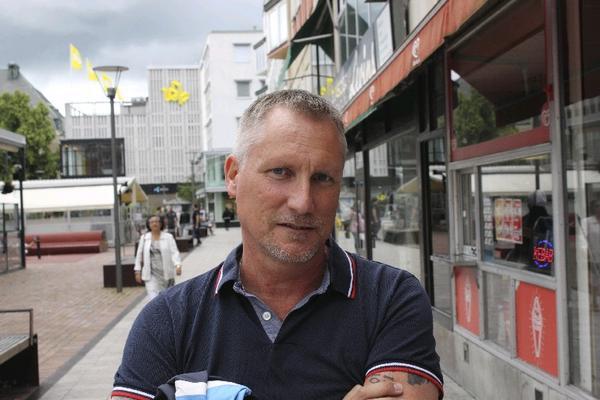 Ingemar Sahlmén, 49 år, Bäckby, Marknads- kommunikatör: Jag handlar böcker på nätet. Det är enkelt och bekvämt. Jag läser böcker om Quick.