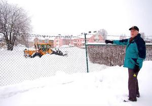Kjell Edman är starkt kritisk till varför kommunstyrelsen ändrar ett fullmäktigebeslut om en ny utfart vid källsorteringsanläggningen i Strömsund.  Foto: Jonas Ottosson