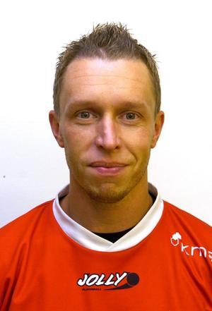 Patrik Bäck gjorde flera säsonger som spelare i IBF Falun där klubben hade lite berg- och dalbana genom seriesystemet. 2004 var tröjorna röda och frisyren taggig.