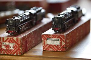 """Den förälder som hade råd köpte ett Märklinlok i den """"klassiska röda lådan""""."""