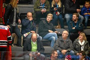 På hockey i stället. Marcus Ericsson såg favoritlaget Örebro Hockey besegra Växjö i Behrn arena.