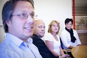 Tjänsteföretagen i Ljusdal satsar på utbildning för ledare och mellanchefer berättar, från vänster, Peter Sjöberg, Docu Group, Ola Bengtsson, Hi-media, Helen Ståhl, DHL och Lotta Wallström, näringslivsutvecklare på Närljus.