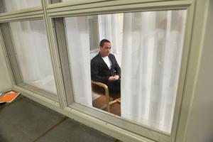 Sverigedemokraternas rättspolitiska talesperson Kent Ekeroth tog  beslut om en