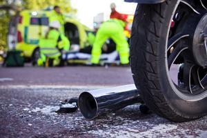 Kommer ambulanssjukvården att klara av en större olycka i sommar, efter regionens beslut att minska bemanningen på ambulansstationerna? Det är en av flera frågeställningar som Peter Bergh vill att kammarrätten ska titta närmare på.