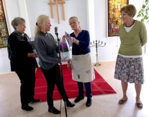 Margareta Meissner och Hök Ann-Britt Forsberg tackades av diakonerna Marianne Kronberg och Noomi Bjurén Grönberg.