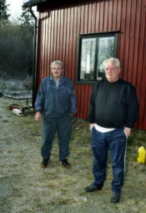 Tvillingbröderna Lars och Bengt Nyh är besvikna på polis, åklagare och medier.– Vi känner oss oskyldigt utpekade. Det har varit en häxjakt, säger Lars Nyh.