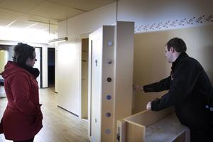 Dörren till det gamla bankvalvet väger nog mer än ett ton tror Emil Olsson.