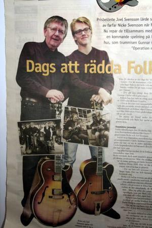 Spelar med farfar. Joel Svensson har figurerat i pressen då han spelat med farfar som grundade Nicke Svenssons Orkester.